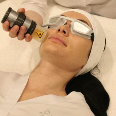 Гиалуронопластика проходит на аппарате последнего поколения VITALASER 500 Plus